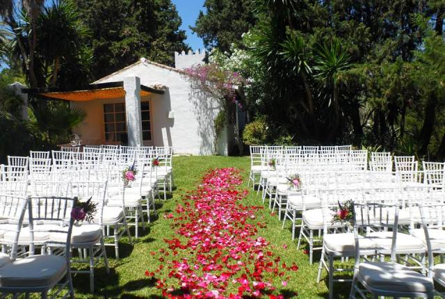 Garden ceremony in Spain