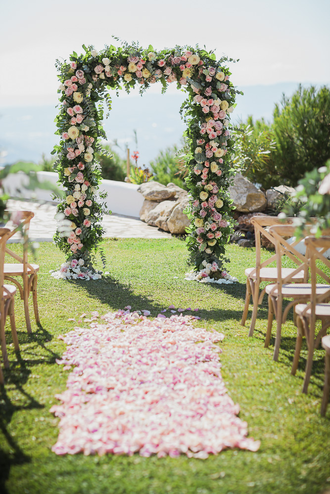 Stunning floral arch - Eloy Muñoz Photography